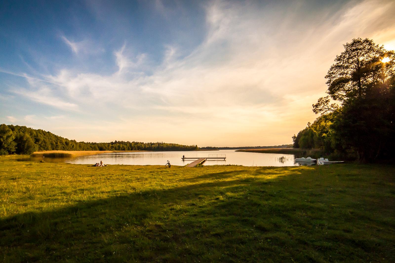 Jezioro Stelchno - plaża i ścieżka dookoła jeziora