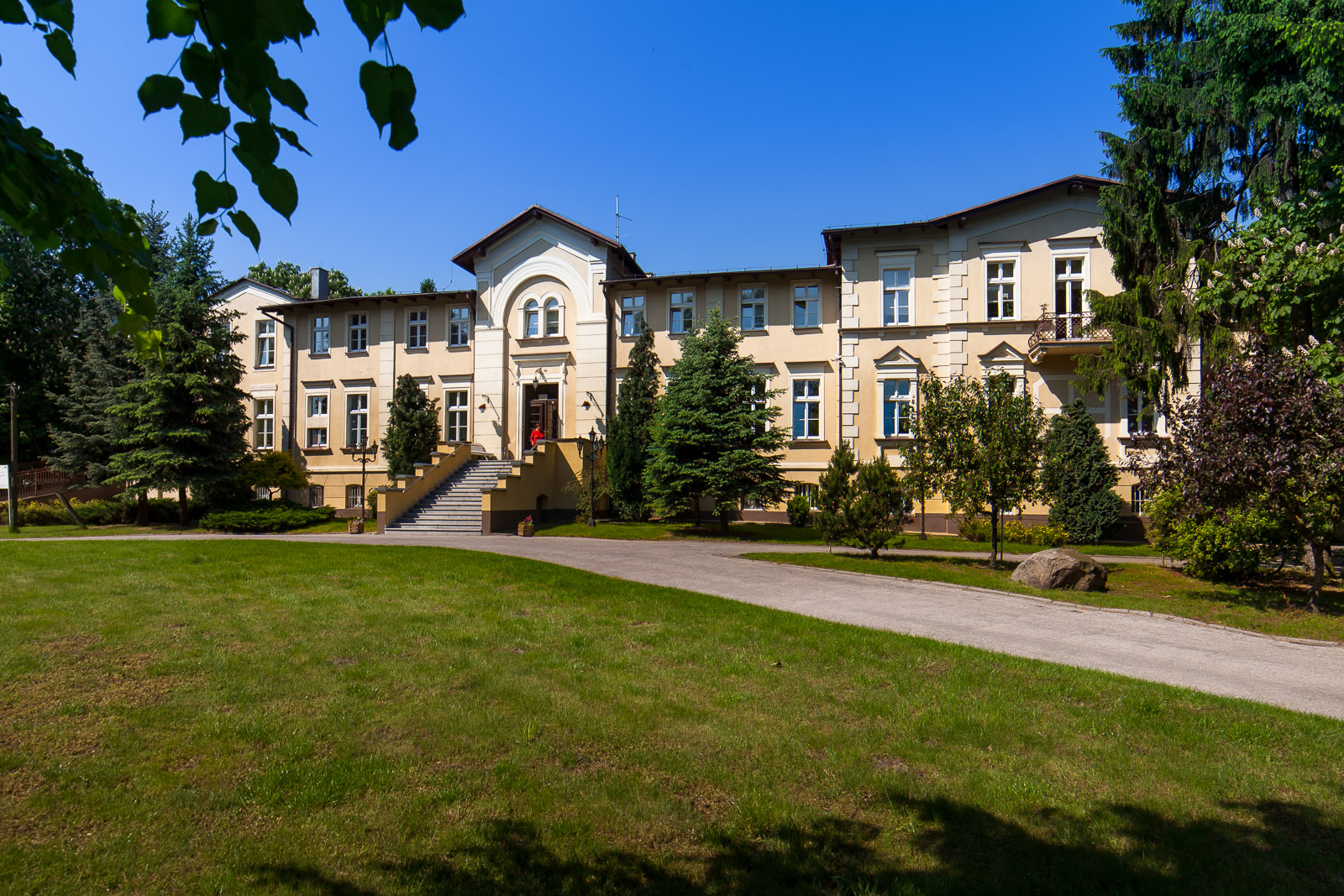 Klasycystyczny pałac w Mgoszczu, obecnie Dom Pomocy Społecznej