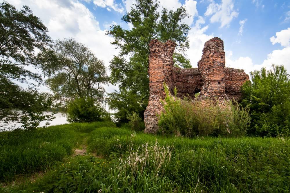 Zamek w Złotorii nad Wisłą wybudowany przez króla Kazimierza Wielkiego