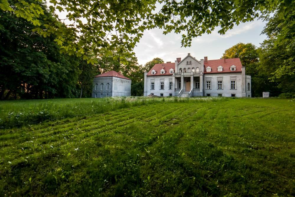 Odnawiany pałac w Leśnej Jani